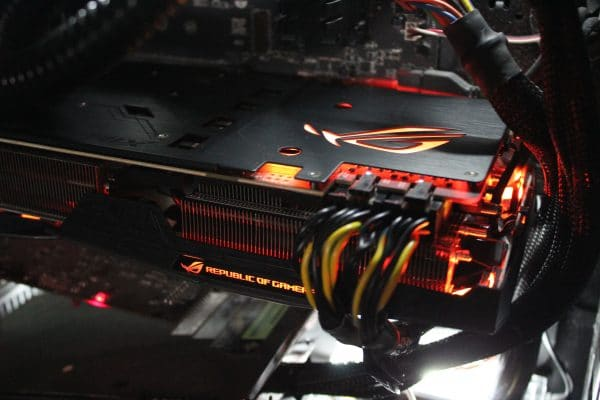 Asus Strix GeForce GTX 1080 Ti - RGB Red