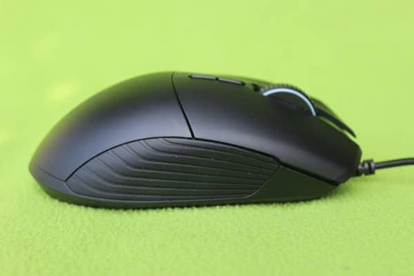 Razer Basilisk - Right